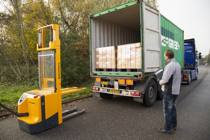 Container unloading: sell and distribute products online in the EU